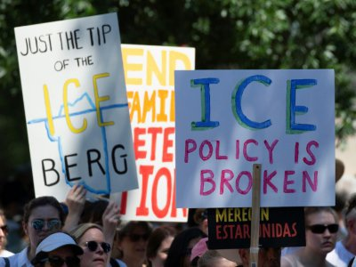 "Des pancartes contre la police de l'immigration, ""ICE"", le 30 juin 2018 à Washington"