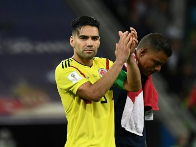 L'attaquant colombien Falcao applaudit la qualification de l'Angleterre en quarts de finale du Mondial le 3 juillet 2018