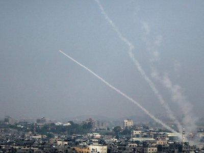 Photo prise le 14 juillet 2018 montrant des tirs de roquettes de la ville de Gaza vers Israël.    Bashar TALEB [AFP]