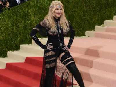 Madonna arrive au Costume Institute Benefit au Metropolitan Museum of Art, le 2 mai 2016 à New York