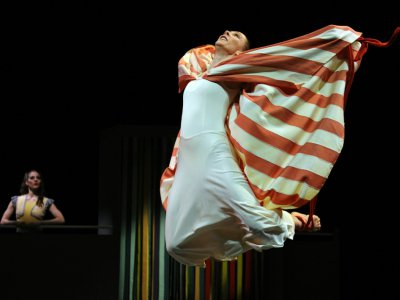 Les danseurs Blakeley White-McGuire et Carrie Ellmore-Tallitsch, de la Martha Graham Company, au Joyce Theater, à New-York, le 13 mars 2012    TIMOTHY A. CLARY [AFP/Archives]