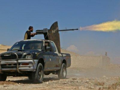 Un combattant rebelle syrien du Front national de libération (FNL) lors d'un exercice militaire dans le nord de la province d'Idleb, le 11 septembre 2018    Aaref WATAD [AFP/Archives]