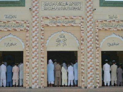 La prière du vendredi dans une mosquée de Mithi au Pakistan, le 25 mai 2018 - RIZWAN TABASSUM [AFP]