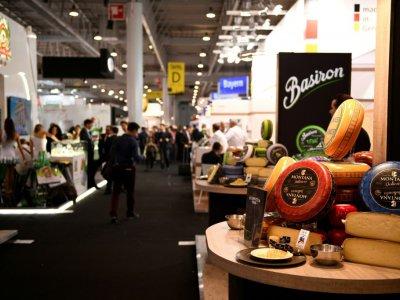 Un stand de fromages au SIAL, lors de l'édition d'octobre 2016    MARTIN BUREAU [AFP/Archives]