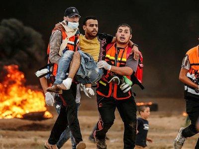Un Palestinien blessé le long de la frontière entre Gaza et Israël, le 26 octobre 2018    MAHMUD HAMS [AFP]