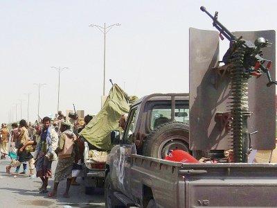 Les forces loyalistes yéménites, ici en périphérie de la ville de Hodeida, veulent reprendre le contrôle de la cité aux mains des Houthis, le 8 novembre 2018    Khaled Ziad [AFP]