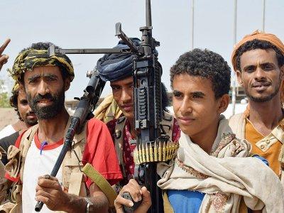 Des membres des forces progouvernementales yéménites engagés dans les combats à Hodeida, ville de l'ouest du Yémen tenue par les rebelles Houthis, le 7 novembre 2018    Khaled Ziad [AFP]