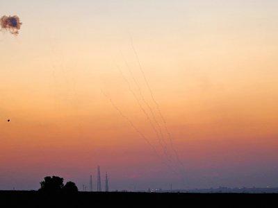 Des tirs du système de défense anti-missiles israélien interceptant des roquettes tirées de la bande de Gaza le 12 novembre 2018 - Jack GUEZ [AFP]