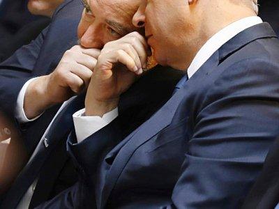 Le Premier ministre israélien Benjamin Netanyahu (D) et le ministre démissionnaire de la Défense (C), Avigdor Lieberman, lors d'une cérémonie officielle le 30 avril 2017 au Mont Herzl, à Jérusalem    GALI TIBBON [AFP/Archives]