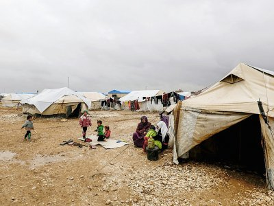 Des femmes et des enfants en provenance de Deir Ezzor et ses environs dans un camp de déplacés, dans la province syrienne de Hassaké (nord-est), le 15 novembre 2018    Delil souleiman [AFP]