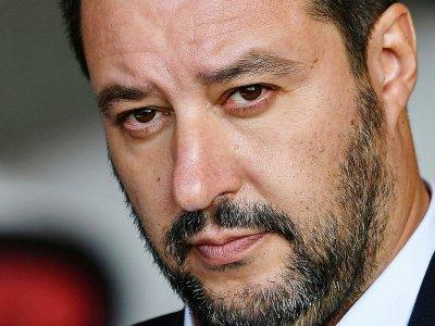 Le ministre italien Matteo Salvini, le 14 novembre 2018, lors de la cérémonie de bienvenue d'un groupe de migrants, à l'aéroport militaire Mario De Bernardi, au sud de Rome en Italie - Alberto PIZZOLI [AFP/Archives]