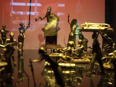 Des statues du royaume du Dahomey mettant en scène la cérémonie Ato, le 18 mai 2018 au musée du Quai Branly    GERARD JULIEN [AFP/Archives]
