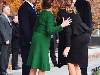 Le couple présidentiel américain Donald et Melania Trump salue l'ex-président George W. Bush et son épouse Laura le 4 décembre 2018 à Washington    Nicholas KAMM [AFP]