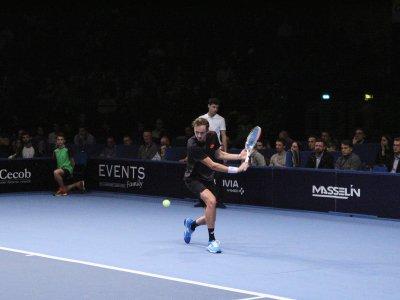 Favori du tournoi, le Russe 16e à l'ATP Daniil Medvedev s'est fait surprendre par Gilles Simon.    Anthony Derestiat