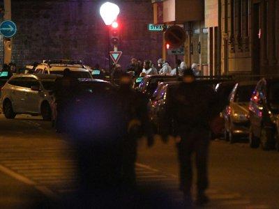 Des policiers recherchent des indices sur le site où Cherif Chekatt, le tireur du marché de Noël de Strasbourg, a été abattu par la police le 13 décembre 2018 à Strasbourg - Patrick HERTZOG [AFP]