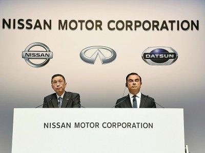 Le patron exécutif de Nissan Hiroto Saikawa (g) et le PDG du groupe Carlos Ghosn, lors d'une réunion d'actionnaires à Yokohama, le 26 juin 2018    JIJI PRESS [JIJI PRESS/AFP]