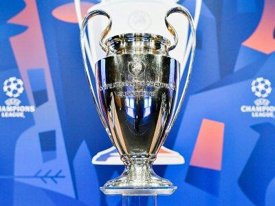 Trophée de la Ligue des champions exposé à Nyon lors du tirage au sort des 8e de finale le 17 décembre 2018 - Fabrice COFFRINI [AFP]