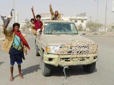 Des membres des forces progouvernementales dans la ville de Hodeida au Yémen, le 17 décembre 2018    STRINGER [AFP]