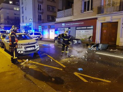 Samedi 29 décembre, de nombreux incidents avaient émaillé la mobilisation à Caen et Rouen. Ici des feux de poubelle dans la préfecture du Calvados.    Étienne Escuer