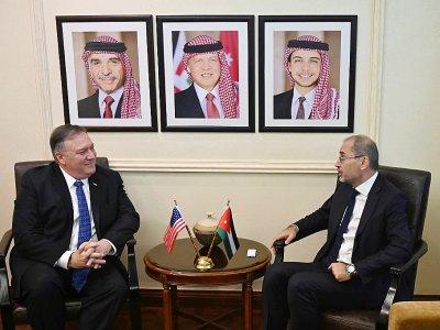 Le secrétaire d'Etat Mike Pompeo (G) rencontre le chef de la diplomatie jordanienne Aymane Safadi à Amman, le 8 janvier 2019 - Andrew CABALLERO-REYNOLDS [AFP]