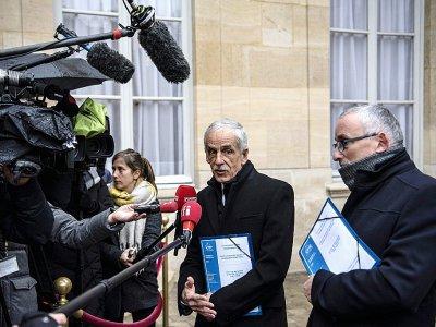 Le président de la CFTC Philippe Louis (c) fait une déclaration à la presse à l'issue de la réunion à Matignon, le 11 janvier 2019 à Paris - Christophe ARCHAMBAULT [AFP]