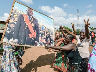 Des partisans de l'ex président ivoirien Laurent Gbagbo célèbrent son acquittement le 15 janvier 2019 dans sa ville natale de Gagnoa.    Sia KAMBOU [AFP]