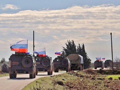 Une image prise par l'AFP TV le 17 janvier 2019 montre des véhicules militaires de l'armée russe patrouillant dans la région d'Arimah (nord-ouest de la Syrie) - - [AFP/Archives]
