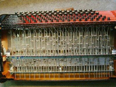 Vue des ressorts de touches d'un accordéon en cours de finition, le 14 septembre 2005 à Tulle    DERRICK CEYRAC [AFP/Archives]