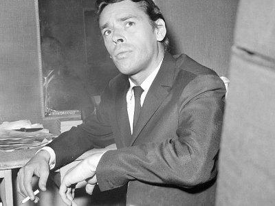 Jacques Brel, photographié le 7 octobre 1966 dans sa loge de l'Olympia, à Paris, lors de l'une de ses dernières représentations     [AFP/Archives]