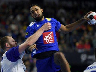 Le Français Melvyn Richardson tente de marquer face à l'Islande au Mondial de handball, le 20 janvier 2019 à Cologne - Patrik STOLLARZ [AFP/Archives]