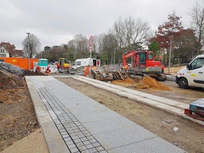 Le chantier se poursuit au milieu de la place des Bruyères. - Amaury Tremblay