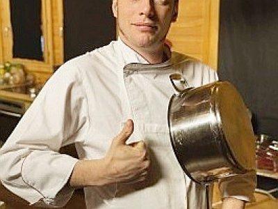 Norbert Tarayre qui présente toujours des émissions culinaires pour le groupe M6 s'est lancé dans une carrière de comédien de théâtre ©6ter / Knaub    6ter / Knaub