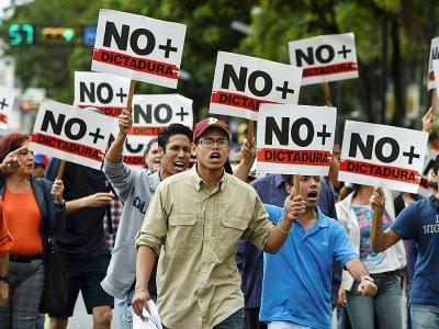 Des partisans de Juan Guaido manifestent contre Nicolas Maduro à Caracas, le 30 janvier 2019 - JUAN BARRETO [AFP/Archives]