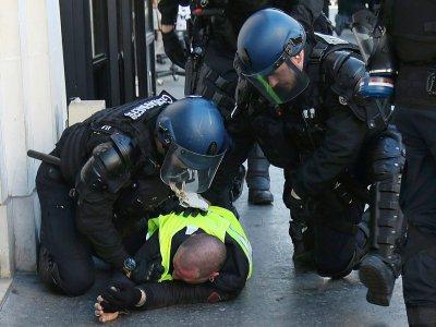 Un Gilet jaune interpellé par les gendarmes à Paris le 23 février 2019    Zakaria ABDELKAFI [AFP]
