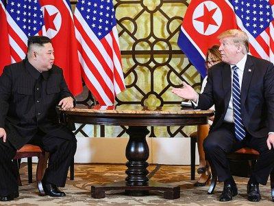 Le président américain Donald Trump (d) et le dirigeant nord-coréen Kim Jong Un (g) au Sofitel Legend Metropole, le 28 février 2019 à Hanoï - Saul LOEB [AFP]