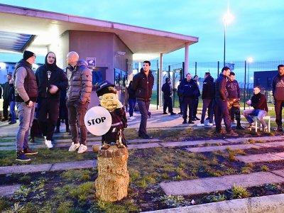 Des gardiens de prison manifestent devant la prison d'Alençon/Condé-sur-Sarthe, mercredi 6 mars 2019 - JEAN-FRANCOIS MONIER [AFP]