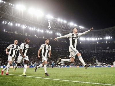 L'attaquant de la Juventus Cristiano (d), auteur d'un triplé, exulte à la fin du match de C1 contre l'Atletico Madrid, le 12 mars 2019 à Turin    Marco BERTORELLO [AFP]