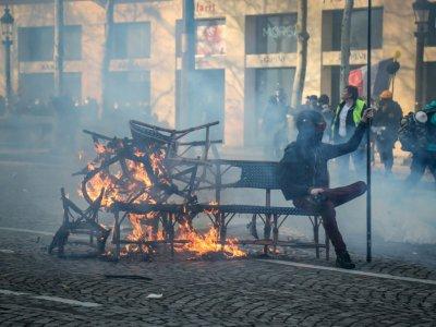 """Au cours de la manifestation des """"gilets jaunes"""", sur les Champs Elysées, à Paris, le 16 mars 2019    Zakaria ABDELKAFI [AFP]"""