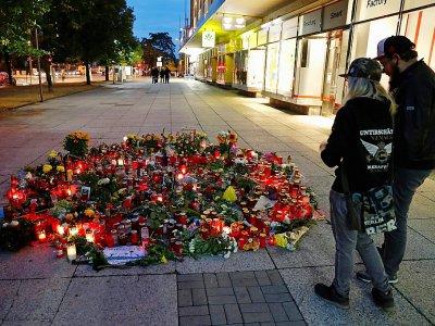 Des bougies et des fleurs en mémoire de la victime d'un meurtre à Chemnitz (Allemagne) le 30 août 2018    Odd ANDERSEN [AFP]