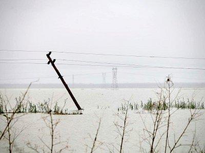 Des pylônes électriques renversés, le 19 mars 2019, par le cyclone Idai près de Beira dans le centre du Mozambique. - ADRIEN BARBIER [AFP]
