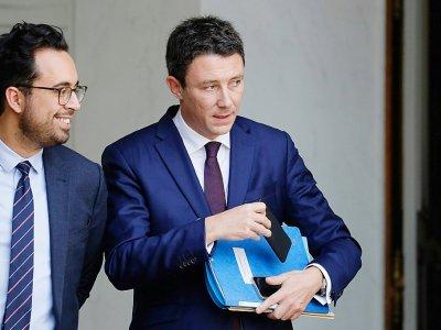 Benjamin Griveaux (d) et Mounir Mahjoubi à l'issue d'une réunion à l'Elysee, le 25 octobre 2017    Patrick KOVARIK [AFP/Archives]