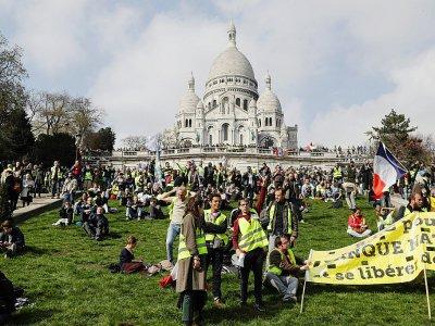"""Manifestation de """"gilets jaunes"""" devant le Sacré Coeur à Montmartre, le 23 mars 2019 à Paris - Geoffroy VAN DER HASSELT [AFP]"""
