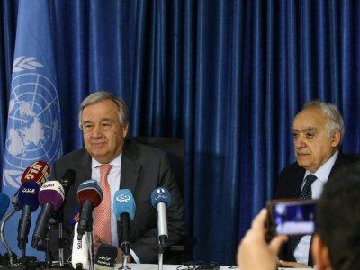 Le secrétaire général de l'ONU, Antonio Guterres, et Ghassan Salame,  l'envoyé spécial des Nations unies pour la Libye, à Tripoli le 4 avril 2019    Mahmud TURKIA [AFP]