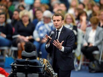Le Président Emmanuel Macron s'exprime lors d'un débat le 28 février 2019 à Pessac (Gironde) - NICOLAS TUCAT [AFP/Archives]