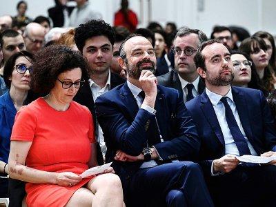 Edouard Philippe entouré d'Emmanuelle Wargon et Sébastien Lecornu, le 8 avril 2019 à Paris - Philippe LOPEZ [AFP]