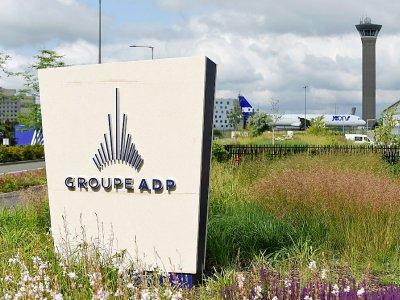 Le logo d'ADP à l'aéroport de Roissy, en juin 2018 - ERIC PIERMONT [AFP/Archives]