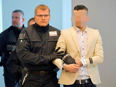 Le Syrien Alaa S, soupçonné d'avoir poignardé Daniel H. à Chemnitz, au tribunal de Dresde le 18 mars 2019    MATTHIAS RIETSCHEL [POOL/AFP/Archives]