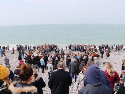 Au moins 200 personnes pour le retour à la mer de Muno et Selki. - Gilles Anthoine