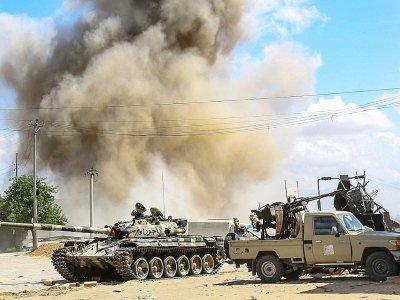 Des forces loyales au Gouvernement d'union nationale, à Wadi Rabi au sud de Tripoli, le 12 avril 2019    Mahmud TURKIA [AFP]