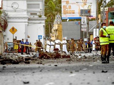 Des débris d'une voiture dans une rue de Colombo au Sri Lanka, le 22 avril 2019    Jewel SAMAD [AFP]